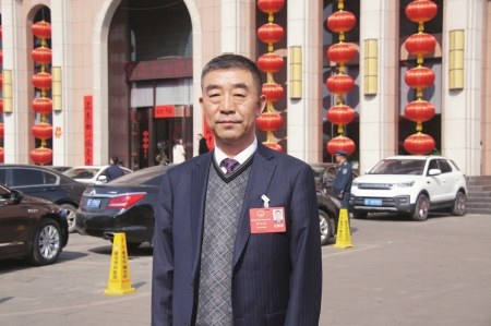 晋利糖果公司董事长郝佃英参加朔州市第六届人民代表大会第六次会议
